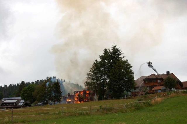 Bauernhaus brennt in Bernau nieder