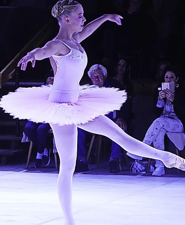 Mit einem graziösen klassischen Solo b...Vogel Buira beim Tanzfestival in Wies.  | Foto: Roswitha Frey