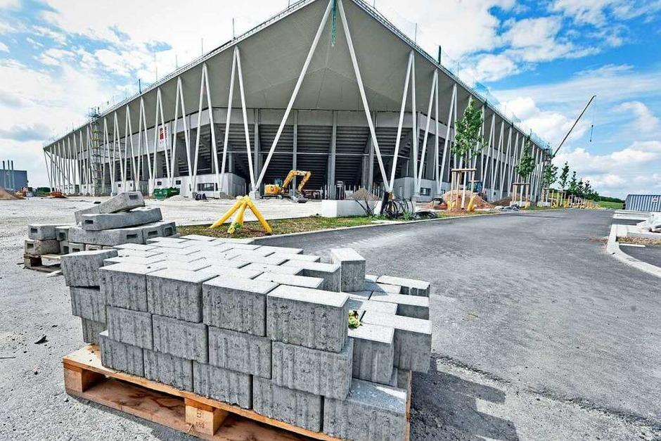 Es tut sich was im Wolfswinkel: Von dieser Seite  sieht das neue SC-Stadion schon fast fertig aus. Lediglich ein paar Steine stehen hier noch im Weg. (Foto: Michael Bamberger)