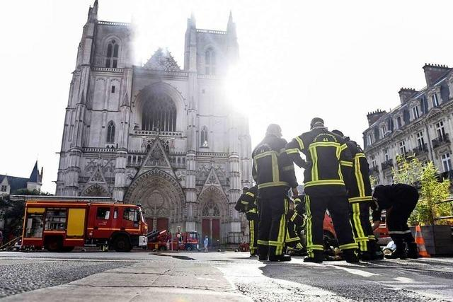 Feuerwehr löscht Großbrand in der Kathedrale von Nantes