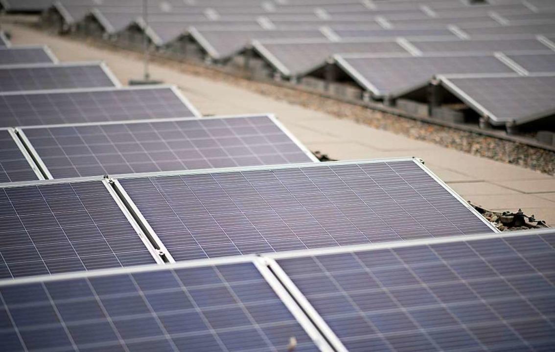 Das Erneuerbare-Energien-Gesetz zwingt...ich festgelegte Fixpreise zu bezahlen.  | Foto: Sebastian Gollnow (dpa)