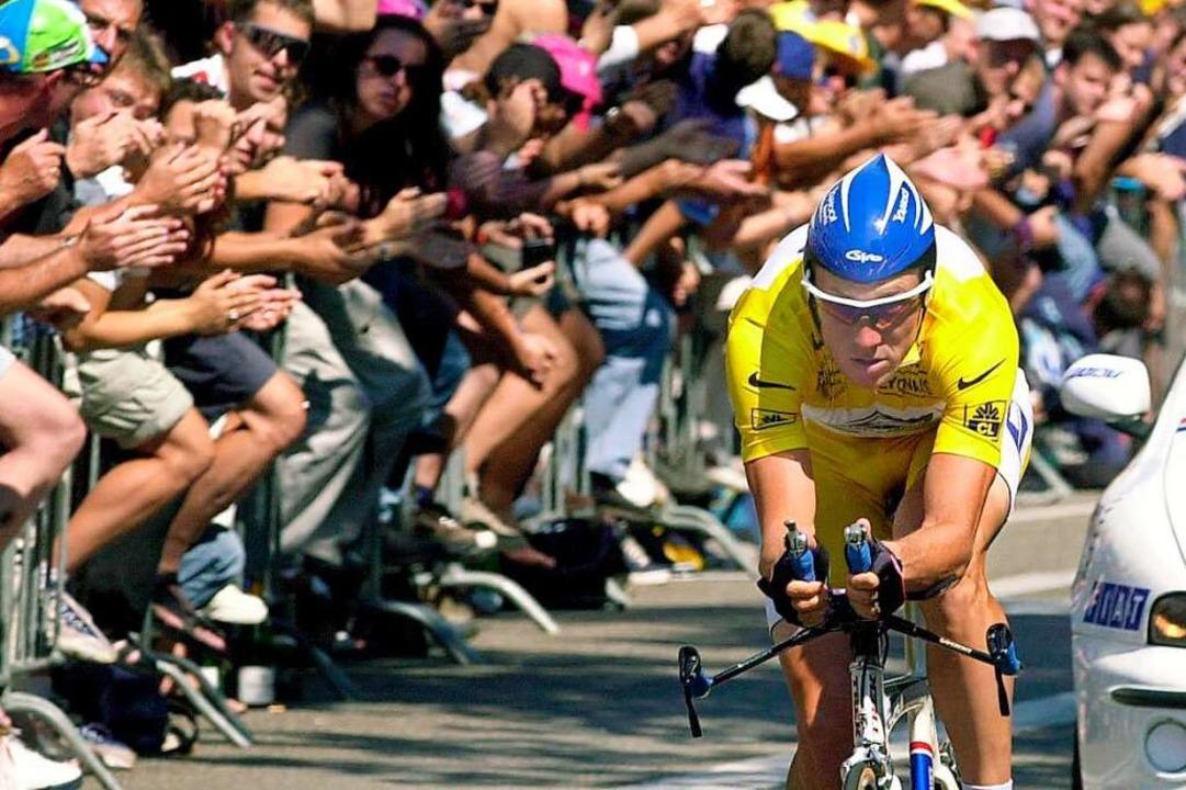 Lance Armstrong startet als letzter Athlet ins Zeitfahren.    Foto: Rolf Haid