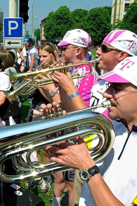 Viel mehr als nur Sport: Die Südbadener feierten die Tour als Straßenfest.    Foto: Rolf Haid
