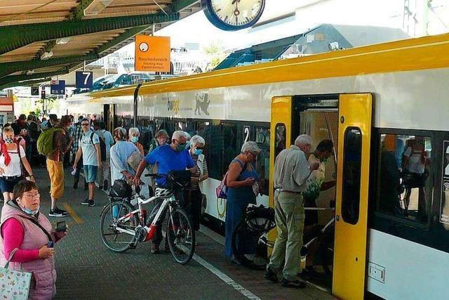 Abstände sind in Zügen voller Sonntagsausflügler kaum einzuhalten