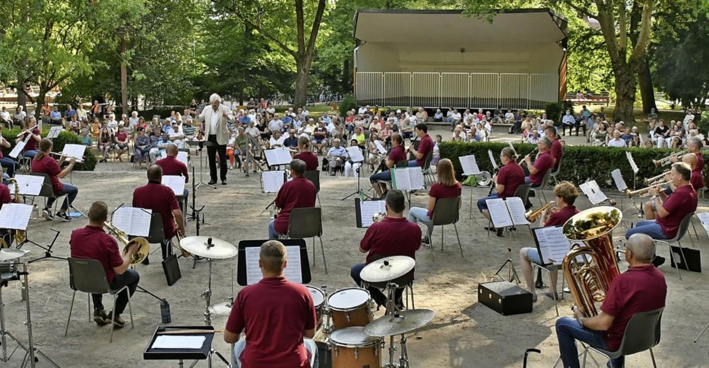 Der Rosenfelspark bot den Musikern und...chlich Platz, das Konzert zu genießen.  | Foto: Barbara Ruda