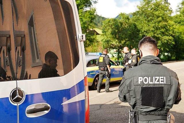 Wurden Polizisten von Yves R. mit einer Schreckschusspistole entwaffnet?