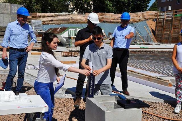 Richtfest und Grundsteinlegung – Arbeiten am Schulcampus schreiten voran