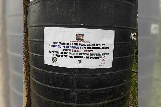 Hilfe mit Wassertank und Nähmaschinen