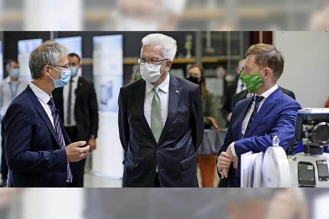 Politikerbesuch bei Sick in Sachsen