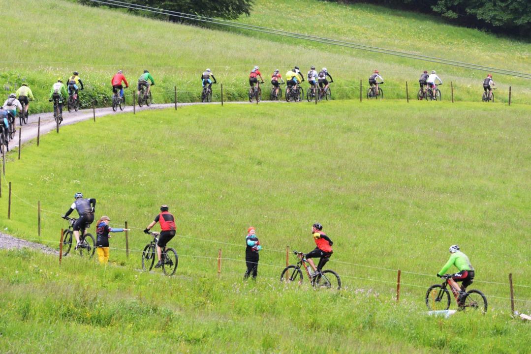 Abstand halten ist bei der Kurbelei be...sher fünf Strecken ausgetragen werden.  | Foto: Patrick Seeger