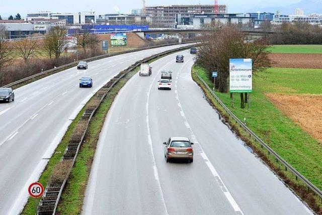 Toyota soll Unfall auf der B3 bei Freiburg verursacht haben und weitergefahren sein