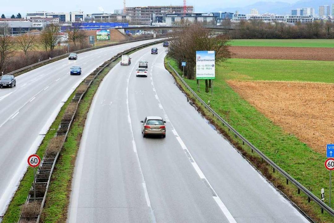 Am Dienstag kam es auf der B3 bei Freiburg zu einem Unfall (Symbolbild).  | Foto: Ingo Schneider
