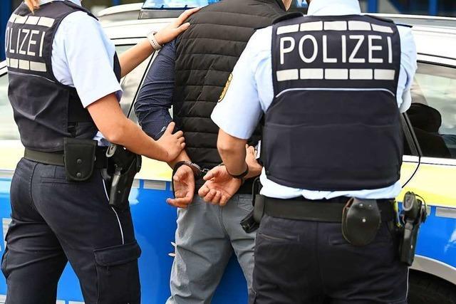 Betrunkener greift in Schopfheim Polizisten tätlich an