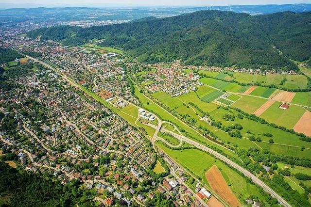 Unbekannter hinterlässt falsche Nummer an beschädigtem Auto in Freiburg-Littenweiler