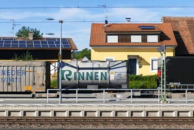 Stau von Güterzügen Richtung Italien führt zu 62-Stunden-Halt von Gefahrgutzug