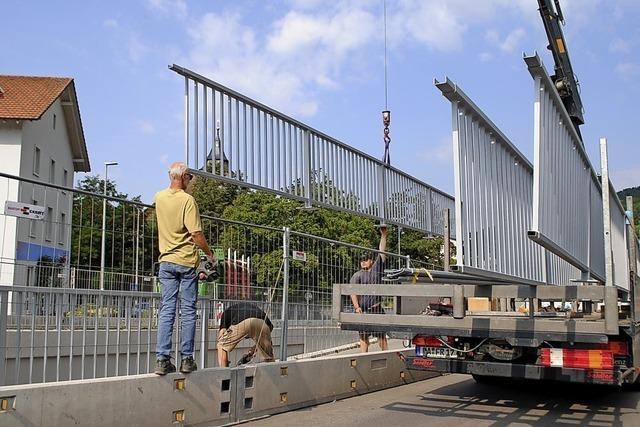 Geländer schweben an die Kolpingbrücke