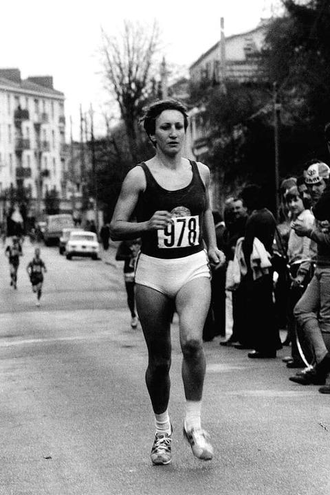 Frauen beim Marathon, 1977 noch keine ...öhrenbacher bei ihrem Lauf durch Paris  | Foto: privat