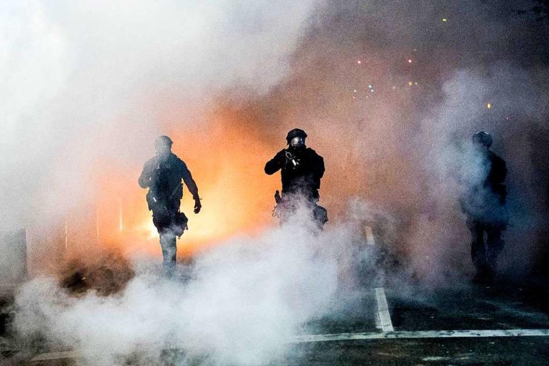 Paramilitärisch anmutende Sicherheitskräften des Bundes  | Foto: Noah Berger (dpa)