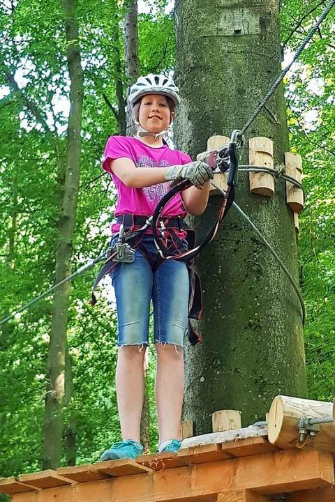 Zisch-Reporterin Laura Lehmann im Klettergarten Kenzingen  | Foto: Privat