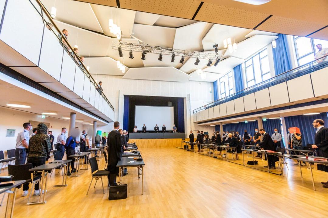 Der Gerichtssaal  vor der Urteilsverkü...delt – unter Corona-Bedingungen.  | Foto: Philipp von Ditfurth (dpa)