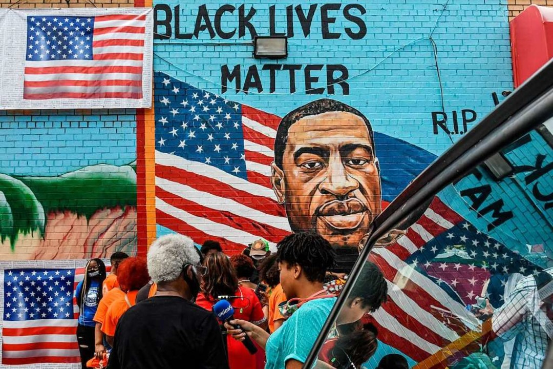 Ein Bild zur Erinnerung an George Floyd auf einer Mauer in New York  | Foto: STEPHANIE KEITH (AFP)