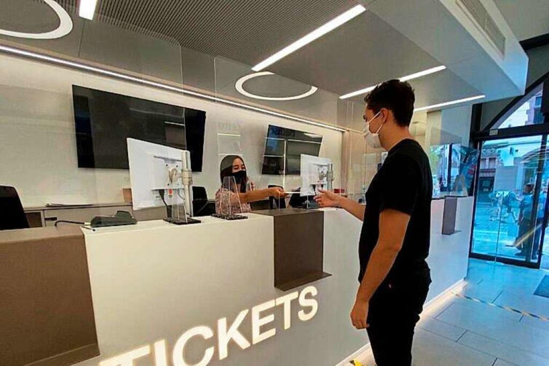 In der Geschäftsstelle herrschen stren...m Schutz aller Kunden und Mitarbeiter.  | Foto: Fabian H.