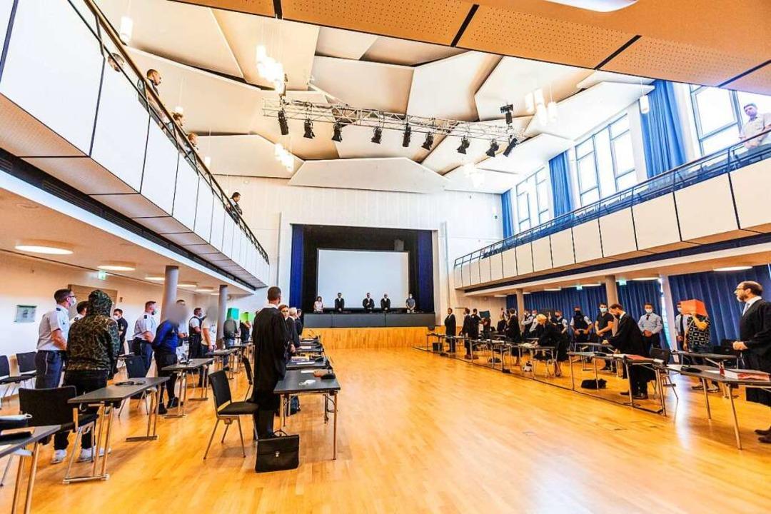 Die Prozessbeteiligten am Donnerstagvo...ilsverkündung im Freiburger Paulussaal    Foto: Philipp von Ditfurth (dpa)