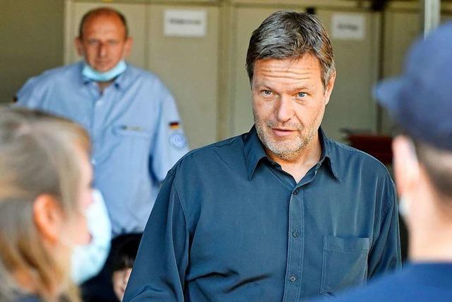 Grünen-Chef Habeck spricht sich in Freiburg gegen ein Pflicht-Jahr aus