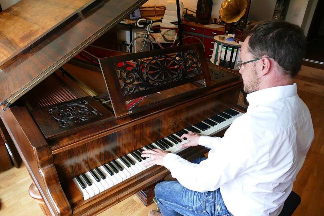Wenn Florian Bischof an dem Instrument Platz nimmt, glänzen seine Augen.  | Foto: Markus Donner
