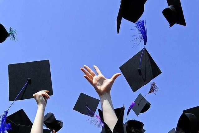 Schüler feiern ihren Abschluss in mehreren Durchgängen