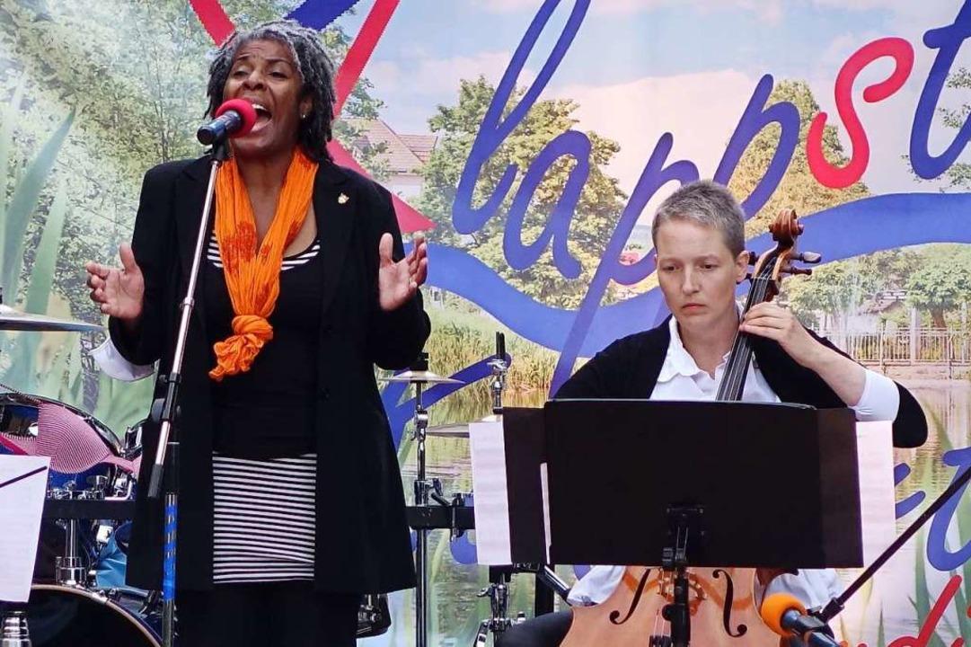 Sängerin Tomesara de Gradde und Cellis...ita Gwerder vom Ensemble Zukunftsmusik  | Foto: Roswitha Frey