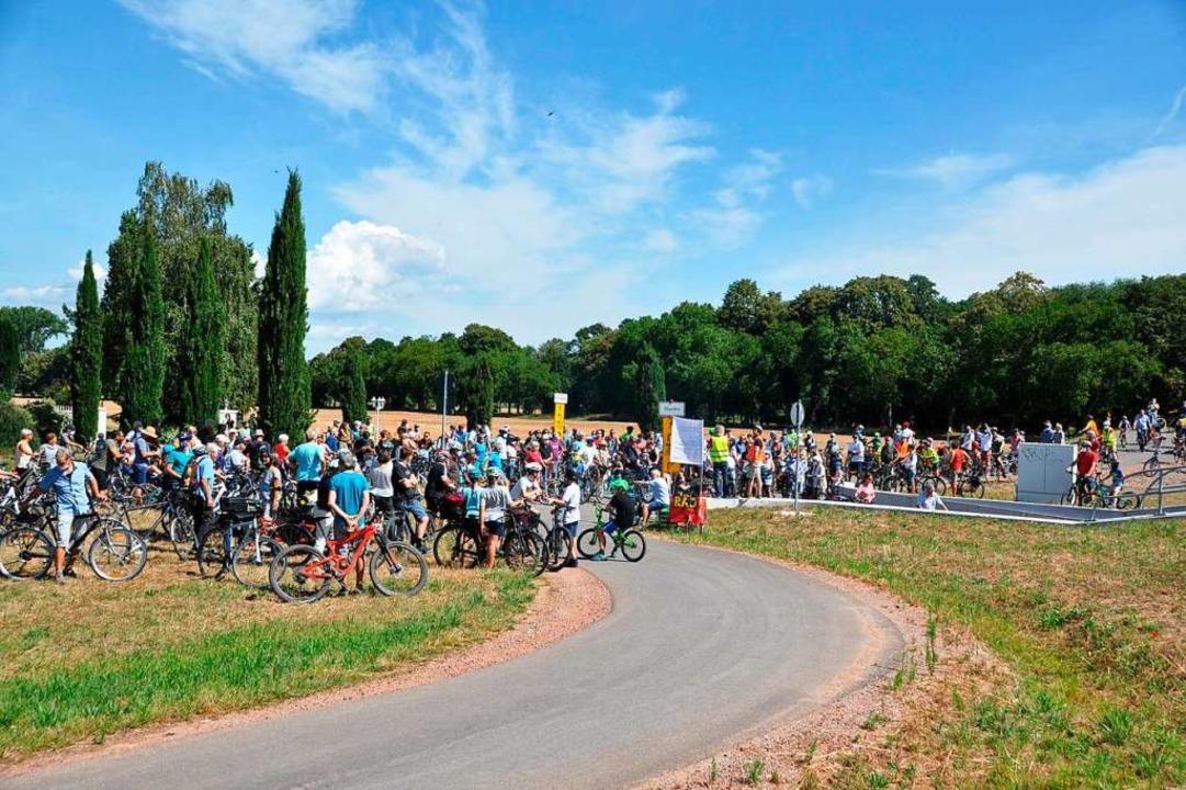 Zu schmal und zu eng - die Unterführun...g steht in der Kritik vieler Radfahrer  | Foto: Rainer Ruther