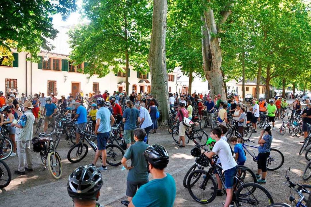 Die Demonstration endet mit einer Kundgebung auf dem Schladerer-Platz  | Foto: Rainer Ruther