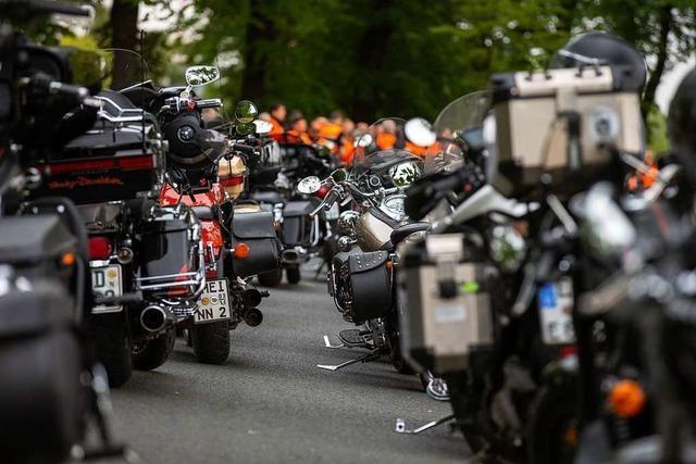 Video: 2000 Motorradfahrer rollen gegen Fahrverbote durch Südbaden
