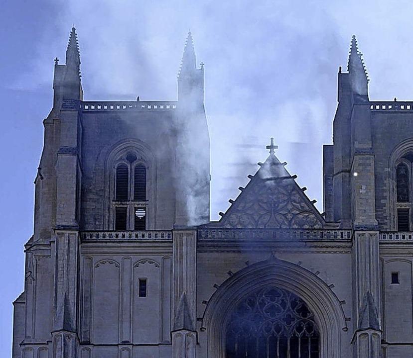Das Feuer war vor einer Woche in der Kathedrale ausgebrochen.  | Foto: imago images/Hans Lucas