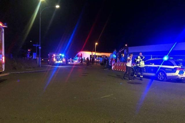 Rollerfahrer umfuhr die Bahnschranke und geriet unter den Zug