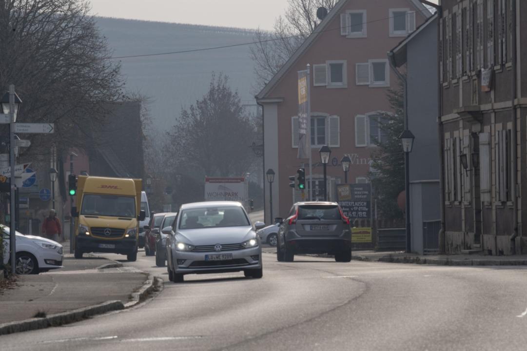 Die Bundesstraße, die durch Hügelheim ...hrt. Das Thema soll besprochen werden.  | Foto: Volker Münch