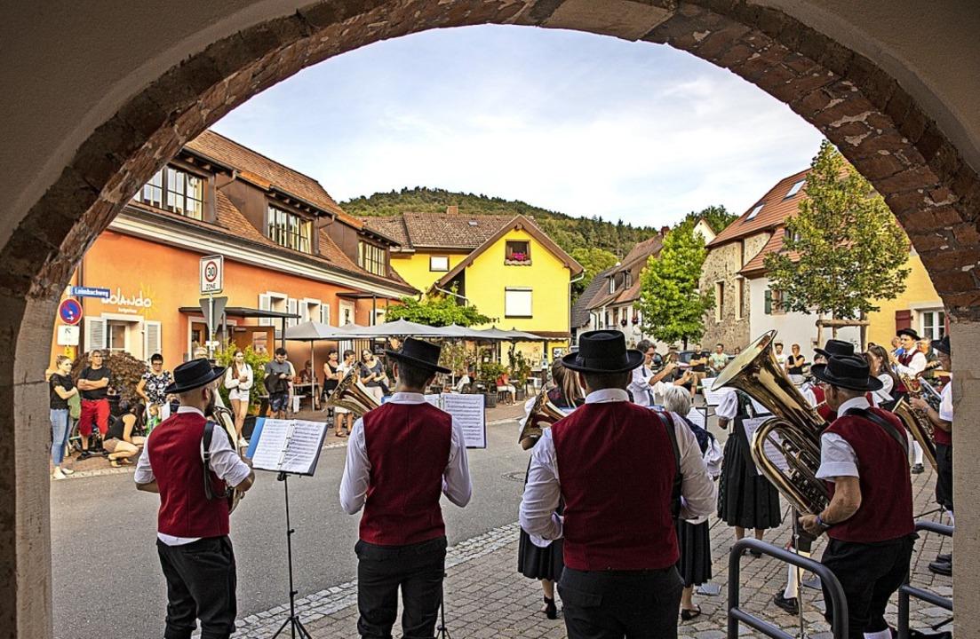 Pop-up Konzerte gab der Musikverein Tr...e Bollschweil an drei Stellen im Ort.   | Foto: Hubert Gemmert