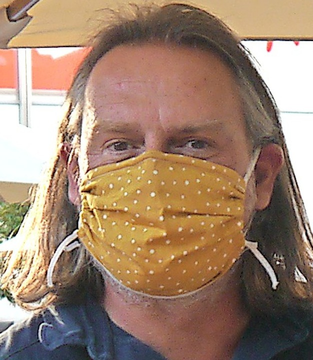 Auch Winzer Jochen Basler hielt sich an die Corona-Regeln.     Foto: Heidi Ast