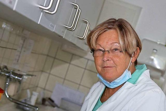 Münchweiers Ortsvorsteherin Charlotte Götz ist seit 50 Jahren Arzthelferin – in derselben Praxis