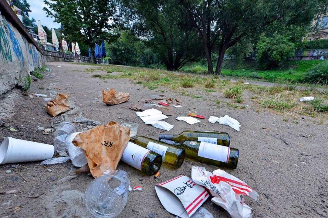 Die Reste einer Sommernachtsparty an der Dreisam...  | Foto: Michael Bamberger