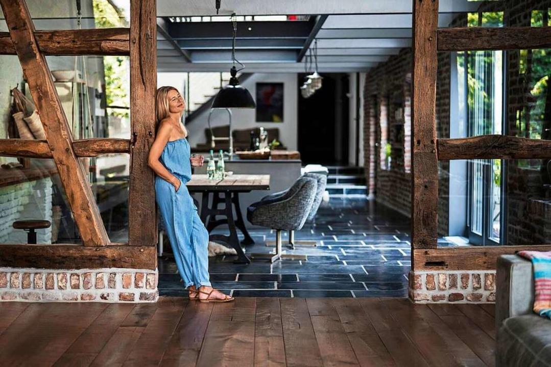 Der neue Landhausstil verbindet die ty... und hochwertiger Technik im Wohnraum.    Foto: Richárd Bellevue