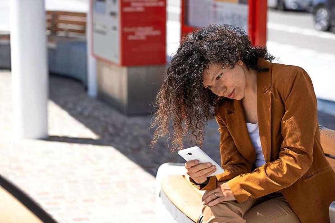 MobilTicket vor der Fahrt per Smartphone lösen.  | Foto: RVF