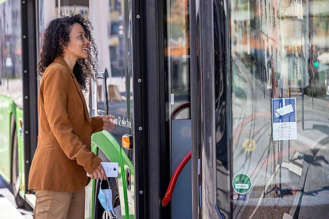 Einfach bei Fahrtbeginn Handy griffber...Kontrolle. Mundschutz nicht vergessen.  | Foto: RVF
