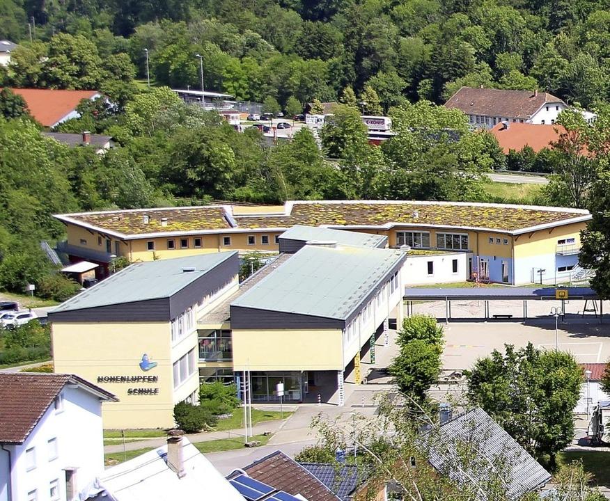 Die Kindergartengebühren werden modera...nlupfen, vorne die Hohenlupfenschule.   | Foto: Yvonne Würth