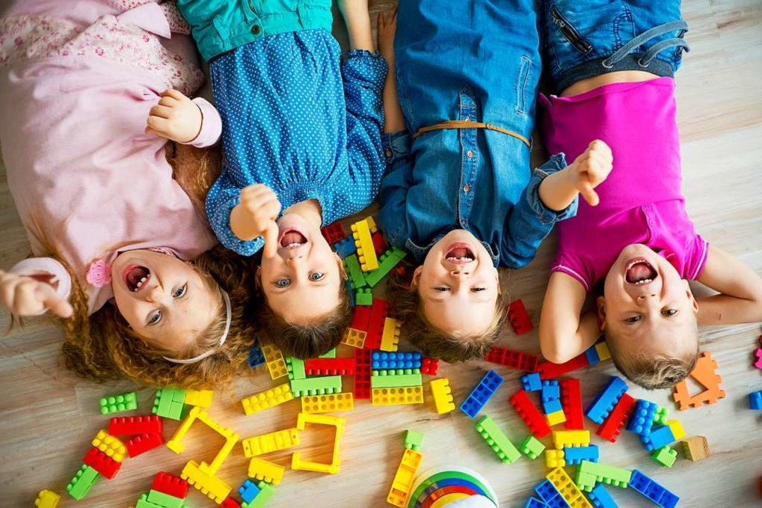 Die Kleinen freuen sich, dass sie nach...uung in Bad Säckingen bald mehr Geld.   | Foto: Nichizhenova Elena - stock.adobe.com