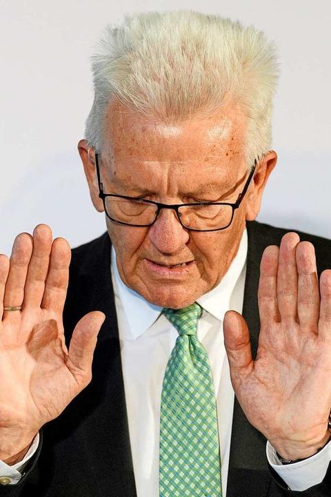 Von manchem Vorhaben sollte die Regier...d Kretschmann jetzt die Finger lassen.  | Foto: Robert Michael (dpa)