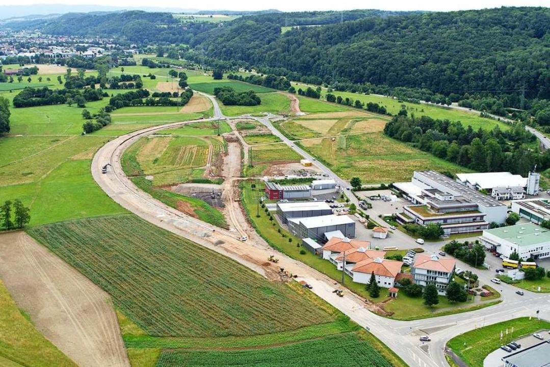 Blick aus der Luft in Richtung Wiesent...lklinikums beim Gewerbegebiet Entenbad  | Foto: Landratsamt Lörrach, FB Vermessung & Geoionformation