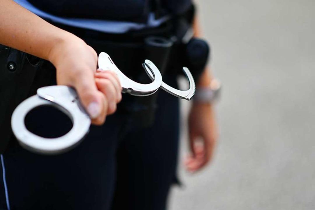 Ein Mann wurde bei einer Kontrolle im ...ch Freiburg festgenommen (Symbolfoto).  | Foto: Jonas Hirt