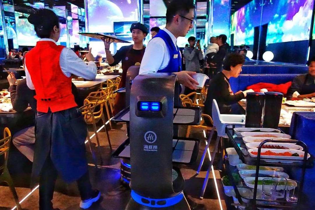 Robo-Kellner im Pekinger Haidilao-Restaurant    Foto: Qianlong